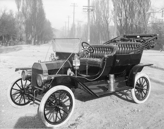 Black and white image of Ford Model T